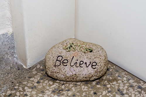 """""""believe"""" vor der wohnungstür"""