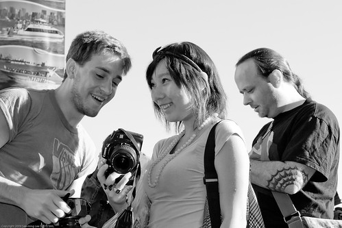 Keith Dorsch + Shirley Yu / People Photographing People Photographing People by NewMindSpace, South Street Seaport, NYC / 20090919.10D.54206 / SML (by See-ming Lee 李思明 SML)