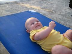 Bébé est heureux