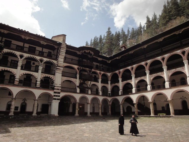 Mosteiro de Rila nas montanhas da Bulgária