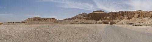 P1040077_Luxor_TempleOfHatchepsute_DeirAlBahri_panorama