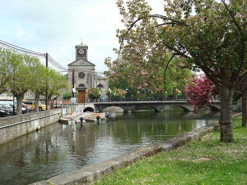 Centre du village de Nismes