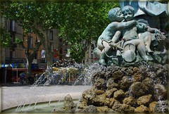 One kiss... (Grard Farenc (slowly back) !) Tags: sculpture france water bronze kiss rocks eau babies fuente fontaine 34 rochers foutain bassin agde languedocroussillon hrault