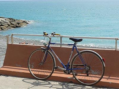 vélo en bord de mer.jpg