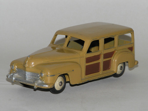estate car. This diecast Dinky estate car