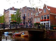 Egelantiersgracht, Amsterdam (rona black photography) Tags: black holland amsterdam canal thenetherlands bicycles egelantiersgracht rona leasant