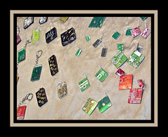 Reciclaje en joyas (Iridiai) Tags: original color london shop modern colours gorgeous colores chips jewellery exposition electronics recycle recycling electronic jewel candem microchip reciclar joyas pendiente tuercas jewells reciclando iridiai