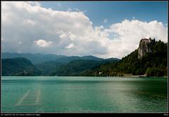 el castillo en el risco sobre el lago (soybuscador) Tags: agua flickr nubes verano bled 2009 vacaciones castillo eslovenia viajes3 bledskigrad veslven soybuscadorgmailcom