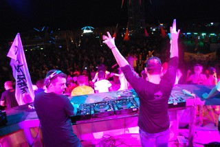 Recently in Kazantip Festival in the Ukraine, Ken sports Save the Blue tee from our eco-table group in Ft. Lauderdale