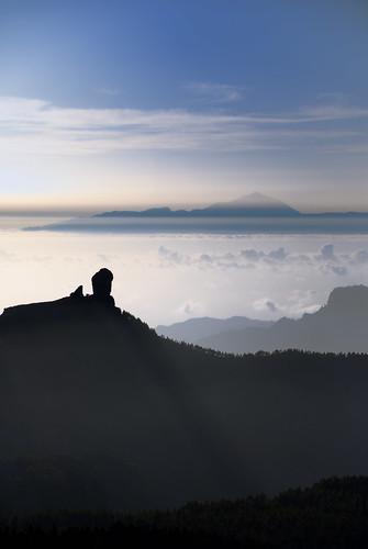 Atardecer con calima sobre el Roque Nublo y el Teide