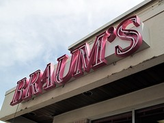 Braum's IS a landmark (rutlo) Tags: sign restaurant texas fastfood signage dairy hillsboro braums