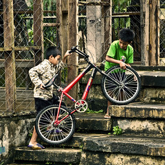 bisprinds (bongbongdang) Tags: street boy boys bike bicycle kids stairs children kid candid philippines streetphotography bestfriend quezon bestfriends lucban nikond40x