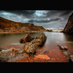 """ MAN O' WAR "" (Wiffsmiff23) Tags: red cliff beach coast bravo rocks dramatic pebbles tesco dorset soe lulworth manowar durdledoor naturesfinest jurassiccoast flickrsbest abigfave"