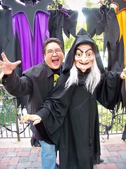 The Wicked Witch and me at the Disney Villains Meet-And-Greet (Loren Javier) Tags: me disneyland fantasyland snowwhiteandthesevendwarfs wickedwitch disneycharacters disneyvillains wickedqueen disneylandcharacters disneylandcastmembers lorenjavier itsasmallworldpromenade disneyvillainsmeetandgreet