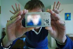 Qui est qui... est dans le flou ? (pgauti) Tags: face portraits hands faces autoportrait pentax autoretrato mains flou aficionados sigma1020 5photosaday k200d justpentax compcat pgauti