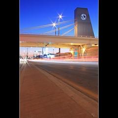 El Puente del Morelos (Ana Encinas.) Tags: longexposure luz sonora modern night canon mexico puente eos luces exposure crossing traffic trail carro mexique autos hermosillo moderno exposicion morelos trafico messico gobierno 550d t2i anaencinas puentedelmorelos