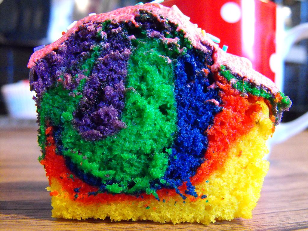 tie dye cupcake!
