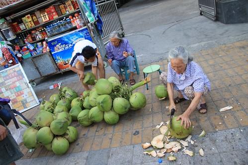 三亚卖椰青