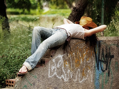 No more drama today (Sator Arepo) Tags: portrait hat wall relax graffiti reflex holidays olympus jeans siesta resting cowgirl drama e1 zuiko uro 50200mmed gettyholidays2010 gettyimagesspainq1 gettyimagesiberiaq2