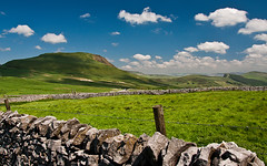 Mam Tor (Gordon Mould) Tags: blue cloud grass rock stone fence lens landscape geotagged nikon rocks flickr stones derbyshire peakdistrict kitlens peak barbedwire stonewall kit highpeak lightroom mamtor 18105 d90 18105mm aplusphoto nikond90