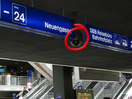 Videokameras, vor Haupthalle, Bahnhof Bern