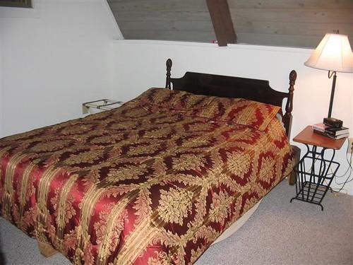 Fox Den Queen in bedroom downstairs (Small)