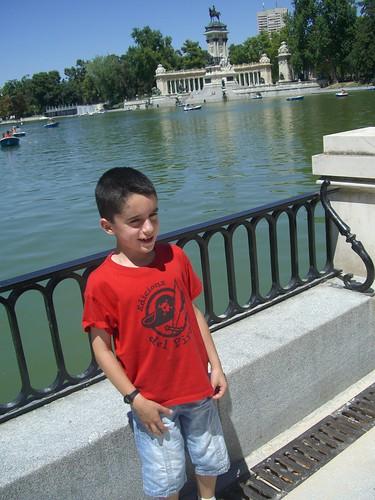 Aqué estic al llac del Parc del Retiro de Madrid