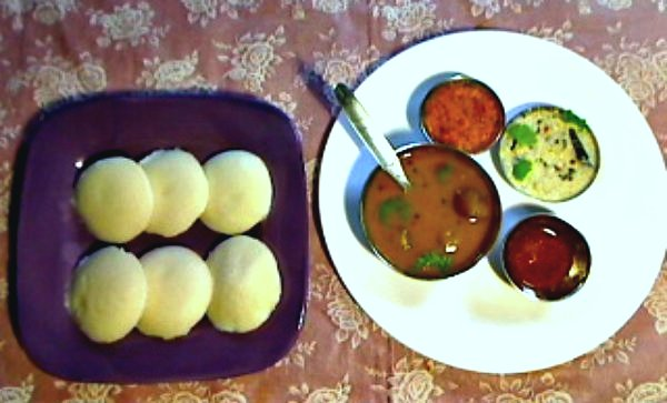 Idly with chutneys, sambar and Mozka Podi