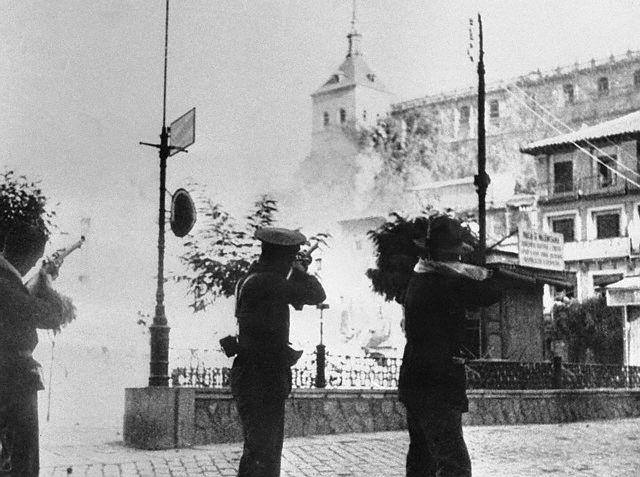Plaza de Zocodover. Combates el 7 de Agosto de 1936. Image by © Bettmann/CORBIS