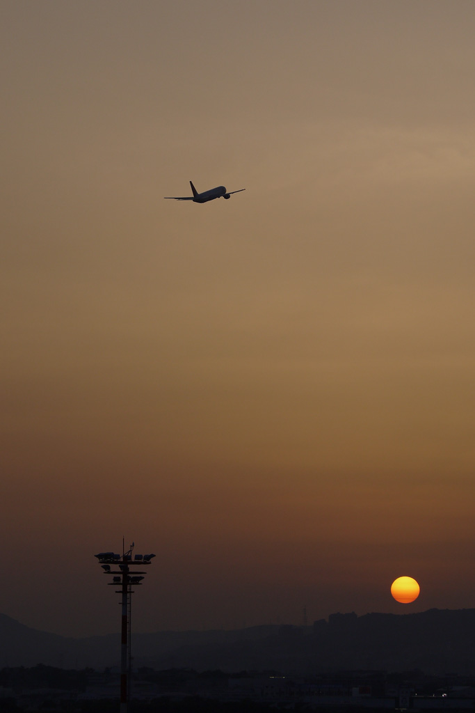 takeoff in sunset (JAL's B767-300)