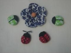 Fuxico e joaninhas (Minhas Crias) Tags: flor artesanato mini borboleta fuxico joaninha tecido miniaturas trabalhosmanuais retalhos fuxicaria