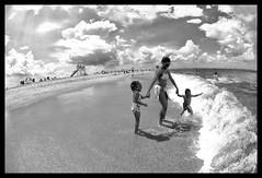 Savage, Steven E., Family Portrait on a Glorious Day, Sandy Hook, NJ, 2009 (Steve Savage) Tags: blackandwhite beach wide carol cannon ultrawide sandyhook mahalia d80