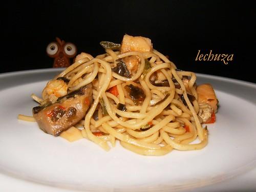 Noodles de teriyaki con kombu-plato bien