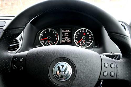 Volkswagen Tiguan R Line. VW Tiguan R Line steering
