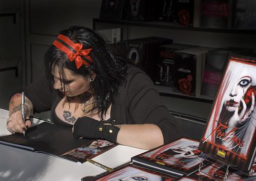 Firma Feelings para FNAC en la I semana Gótica (Madrid)