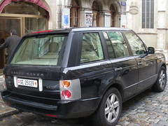 Rare black Range Rover Vogue - powerful presence in Geneva's Old Town Section! A striking contrast to the historic architecture! 02/11/2009!