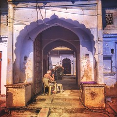 Incredible India series (Nick Kenrick..) Tags: india pushkar rajasthan hindu arch