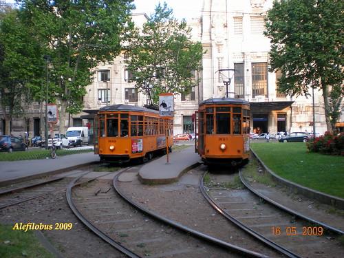 Milano: tram Ventotto n° 1689  e n° 1853 al capolinea della Stazione Centrale