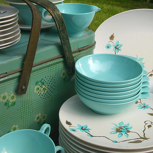 Square plates in the kitchen was a very bold step for 50u0027s homemakers. I hate to think of my parents as cool but thinking back to our stylish Melmac ... & C. Dianne Zweig - Kitsch u0027n Stuff: Should You Buy Vintage Retro ...