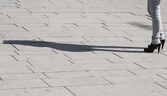 Stretch of the imagination (Photocapy) Tags: shadow woman female highheels legs hamburg sombra heels hh tacones frau schaduw absatz schatten vrouw hak jambes beine hansestadt benen tacon kvinna hambu beinfrau schönmalwiedermitdirdazusein jadaswarschöndortzusammen