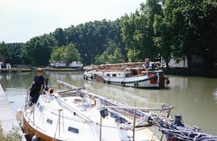 930625 Canal du Midi - Downtown Beziers (rona.h) Tags: france caroline 1993 cacique canaldumidi ronah lesomail vancouver27 bowman57