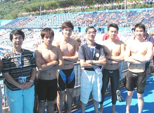 8025麥志權(中)祝賀再為澳門泳壇作出貢獻四虎將