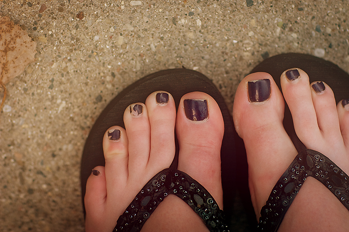 chipped toes