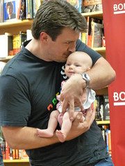 Nathan Fillion at Borders Northridge