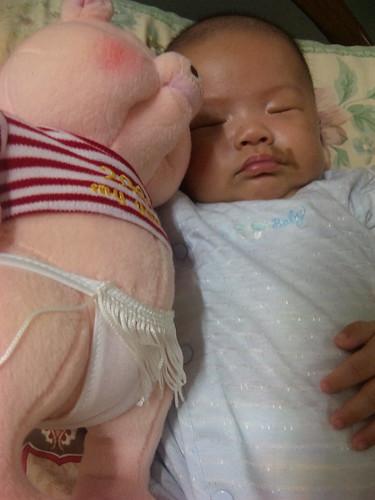 樂樂又跟比基尼睡覺