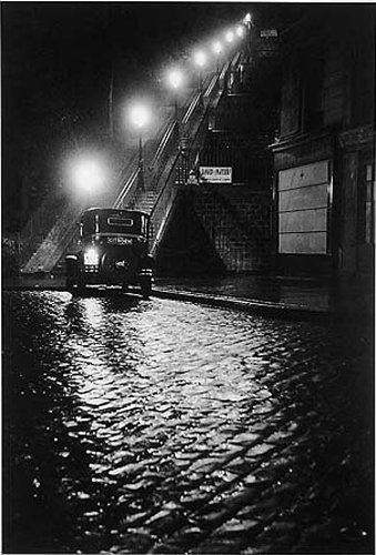 Willy Ronis. Rue Muller à Montmartre, Paris, 1934