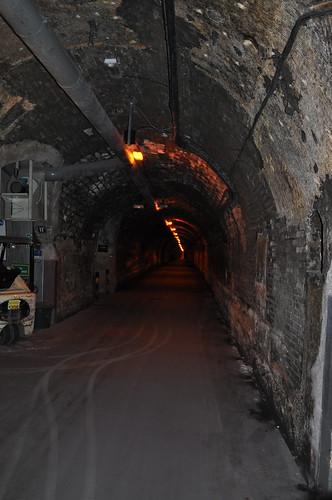 Detalle de los largos pasillos del interior de la Bodega