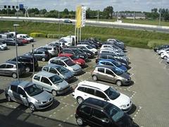 Veenendaal: Forecourt of Renault Dealer (harry_nl) Tags: netherlands car parking nederland lot renault dealership dealer forecourt veenendaal 2011 bochane