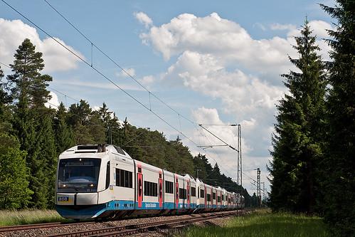 Etwas später bringt VT111 den vierteiligen Integralzug 86928 in die bayrische Landeshauptstadt