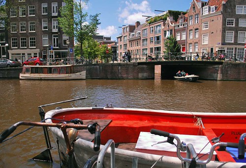 i like red boats!